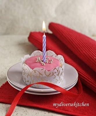 Amazing Pretty Pink Eggless Birthday Cupcakes Recipe My Diverse Kitchen Funny Birthday Cards Online Elaedamsfinfo