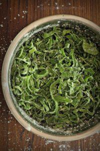 Spinach shredded with cornstarch