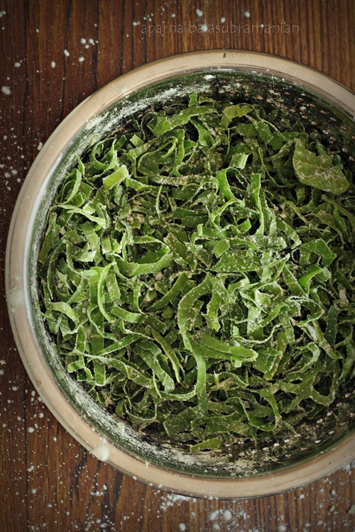 Spinach shredded with cornstarch